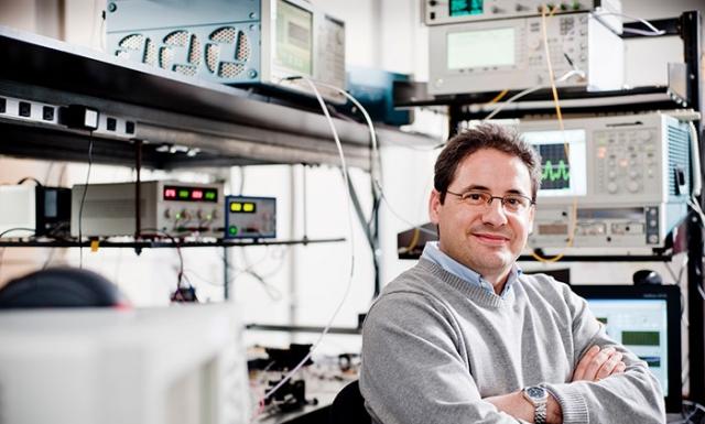 José Azaña, professeur au Centre EMT de l'INRS